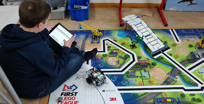 Teaching (almost) everything with Robotics and Minecraft with Ronald Chlebek