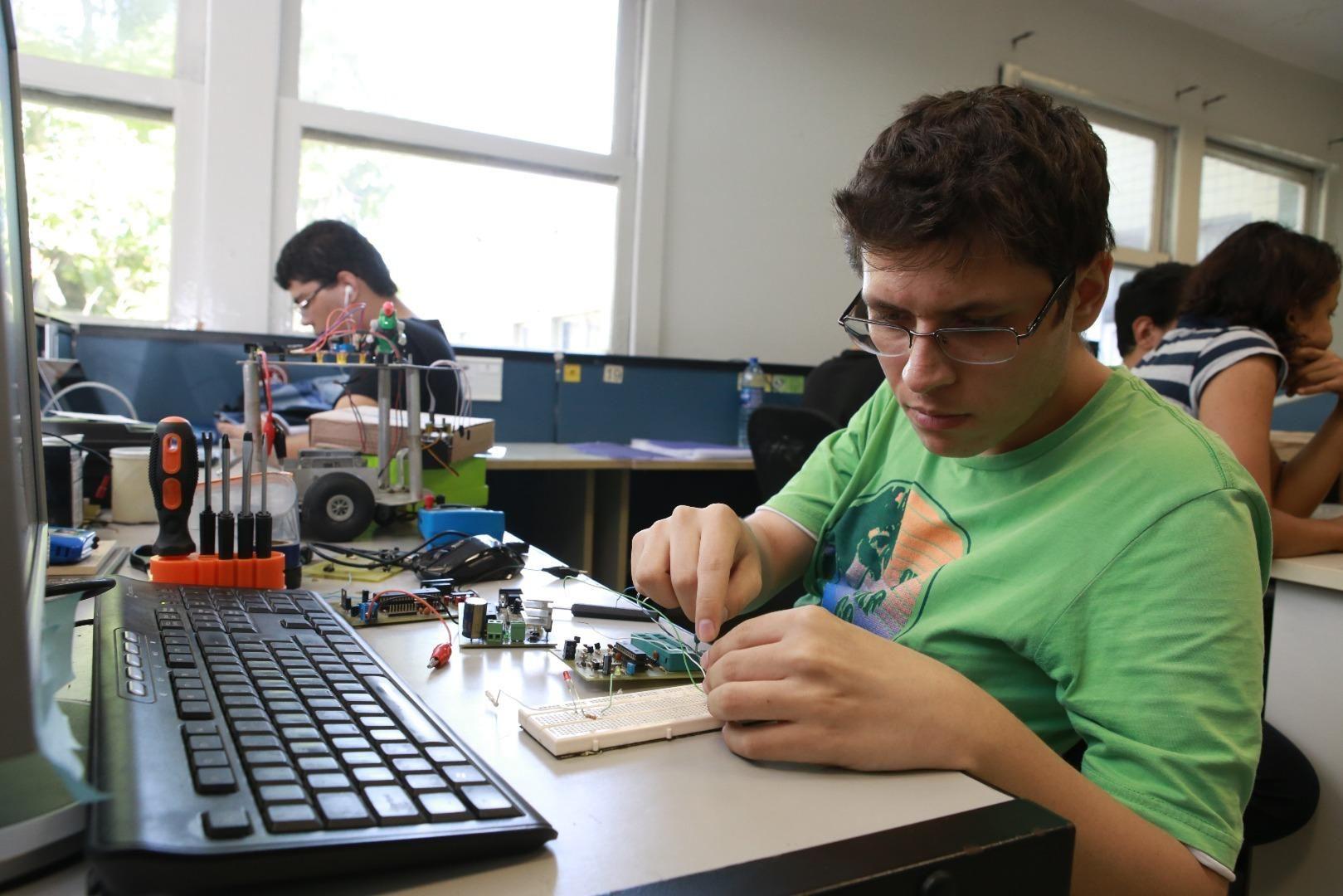 Alunos de Araras terão laboratório de inovação tecnológica assim que as aulas presenciais voltarem