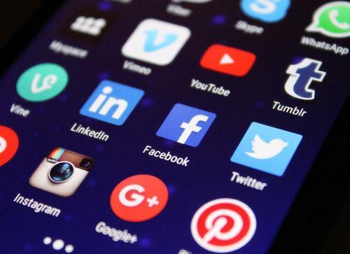 As redes sociais impõem enormes desafios para a nossa sociedade: o que a escola pode e deve fazer a respeito?