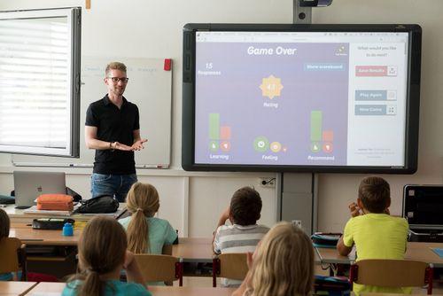 Porque tecnologia não substitui o professor
