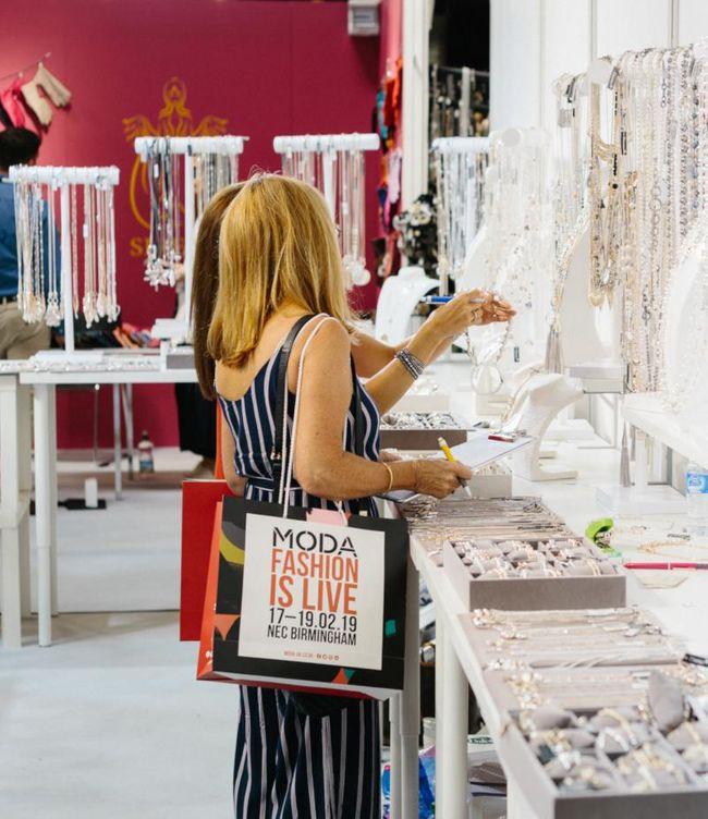 Why fashion and footwear brands choose Moda