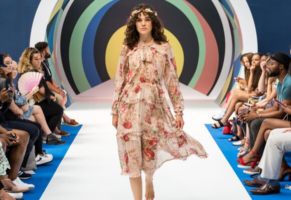 hippie-style-tribe-boho-chic-floral-dress-on-catwalk