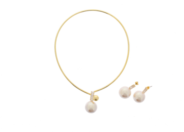 simple-gold-choker-and-earrings-with-pearls-by-nour-london