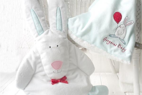 spring-fair-boy-snuggle-bunny