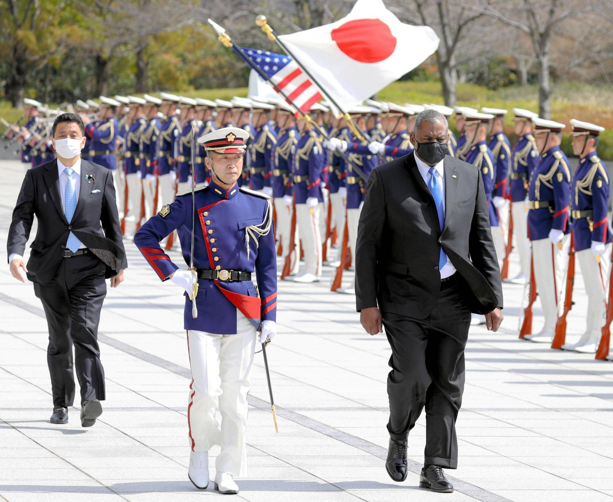 Japan and U.S. eye joint military drills focusing on defending Senkakus in emergency (Japan Times)