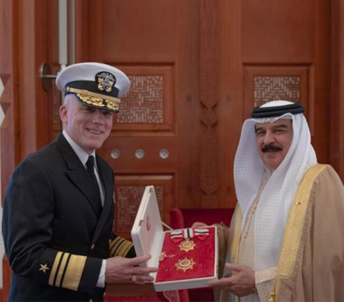Bahrain's King Receives Departing US NAVCENT, 5th Fleet Commander