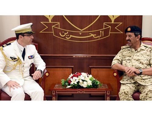 Bahrain Defense Chief Receives US, French Military Attachés