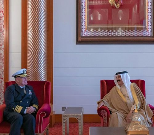 King of Bahrain Receives New US Fifth Fleet Commander