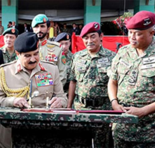 Bahrain's King Visits Malaysian Armed Forces Headquarters