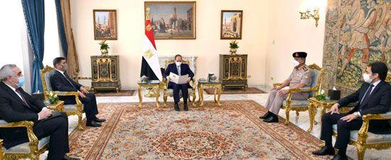 الرئيس السيسى يستقبل وزير الدفاع العراقي ويتسلم رسالة خطية من الكاظمى