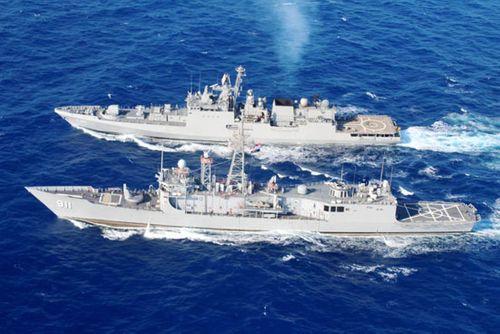 القوات البحرية المصرية والهندية تنفذان تدريبا بحريا عابرا بنطاق الأسطول الشمالى بالبحر المتوسط