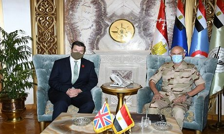 Egyptian army chief of staff, UK armed forces minister discuss fostering military cooperation