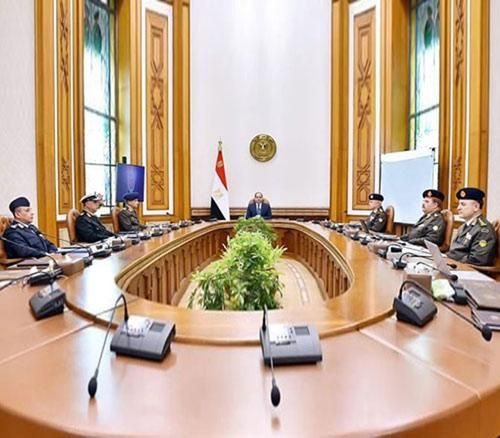 Egyptian President Meets Top Commanders on COVID-19 Fight