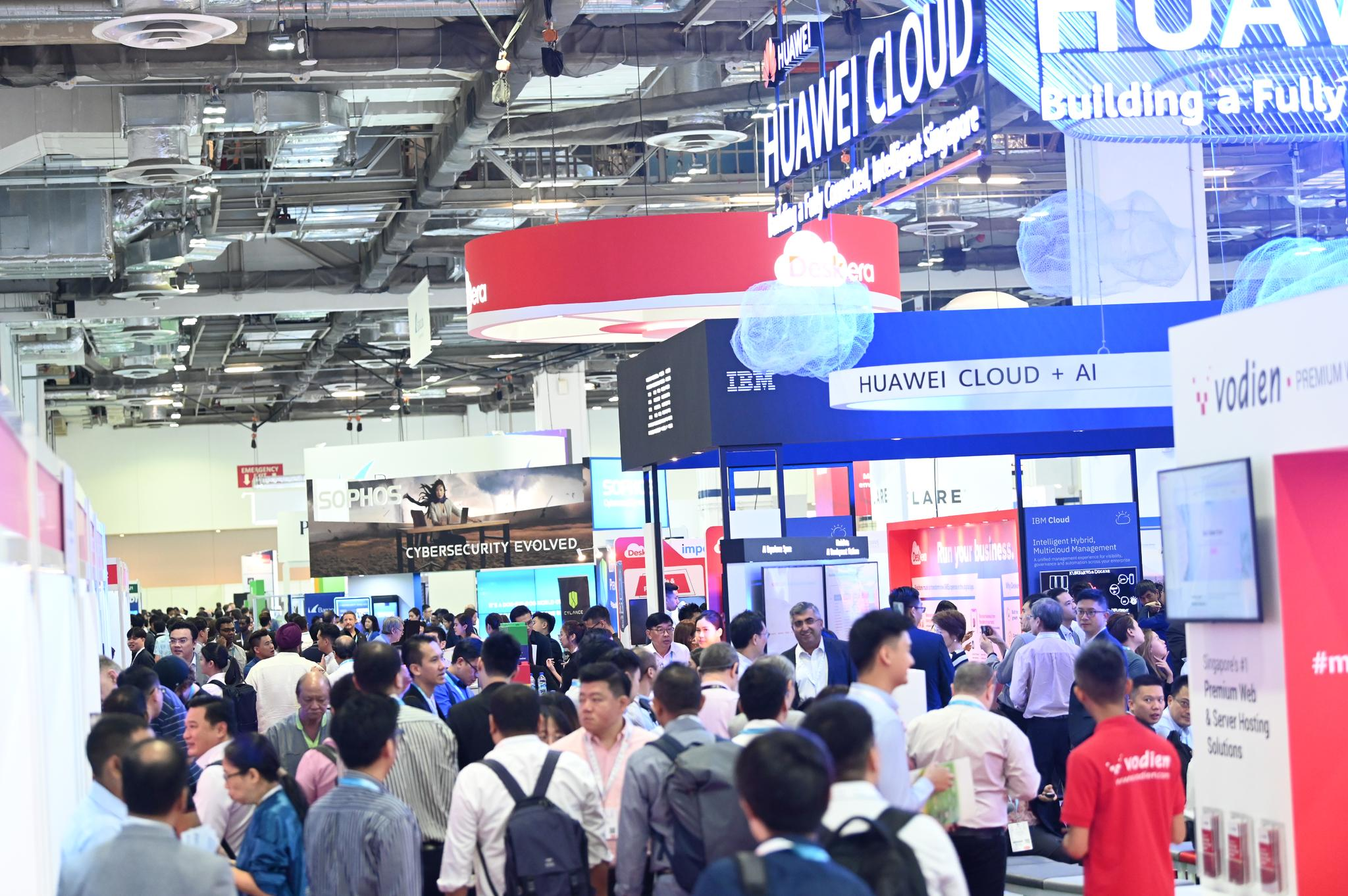 cloud expo asia exhibition floor filled with delegates