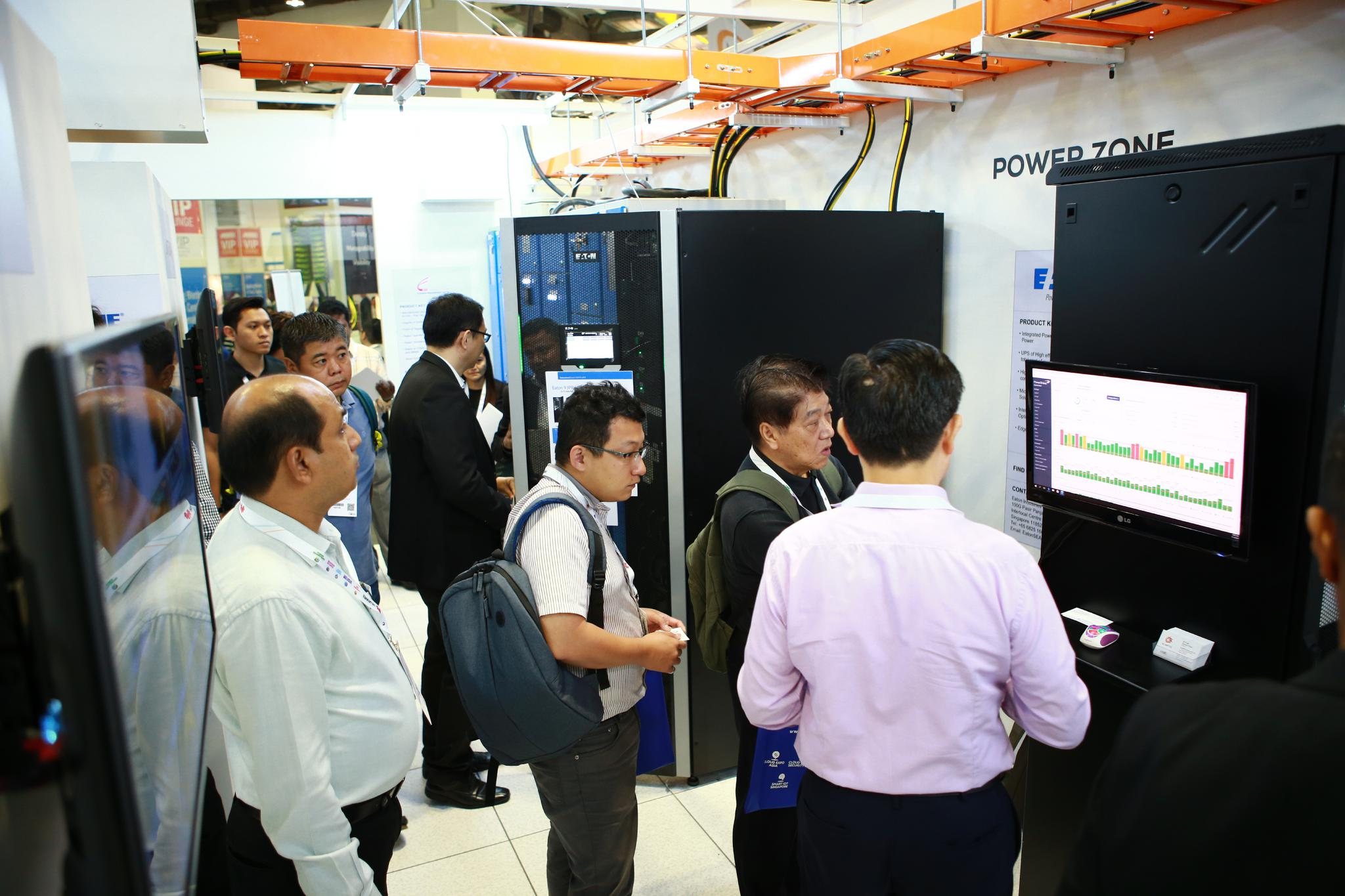 live data centre singapore exhibition sponsors and delegates networking