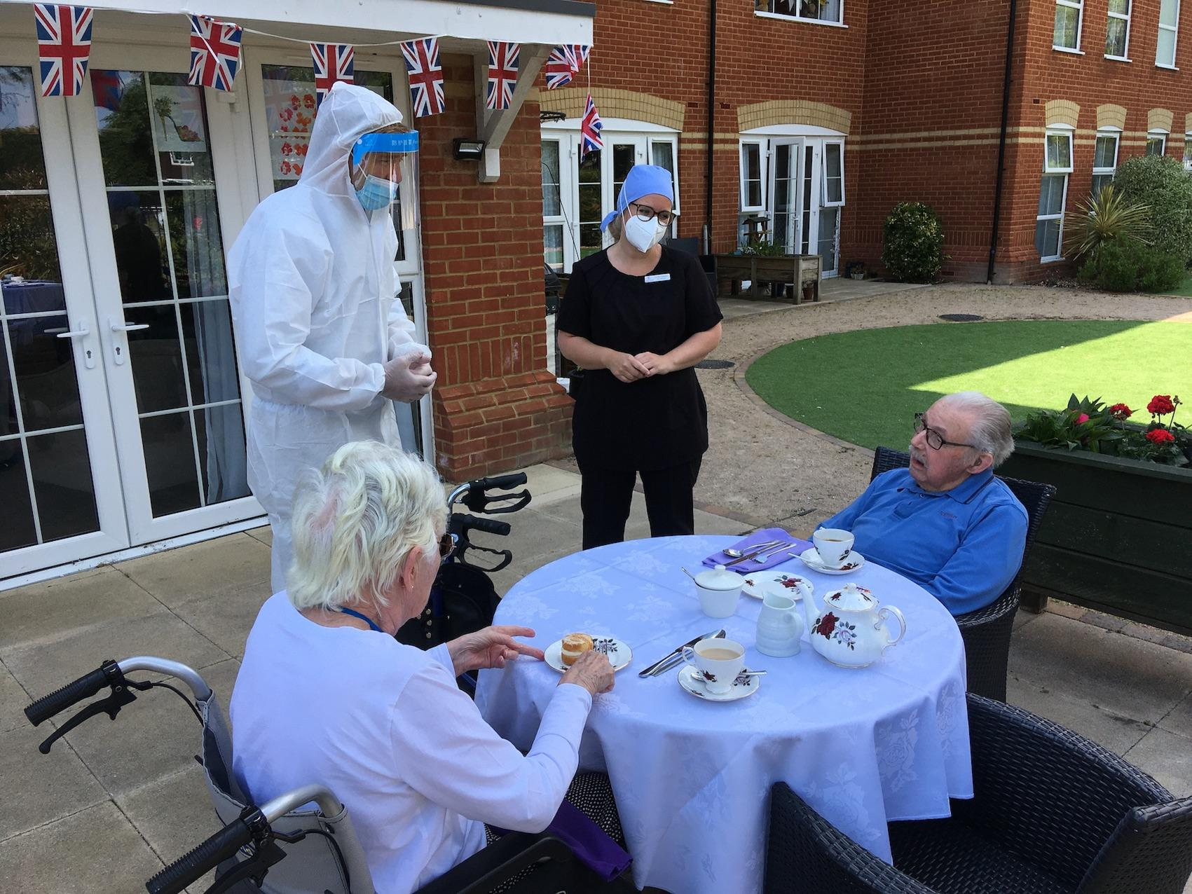 Encore Care Homes welcome MP Tobias Ellwood for volunteer visit