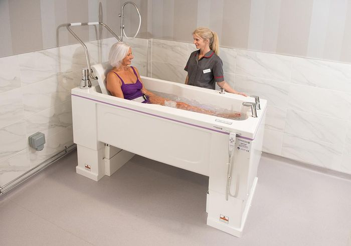 A guide to the benefits of assisted bathing for clients and carers
