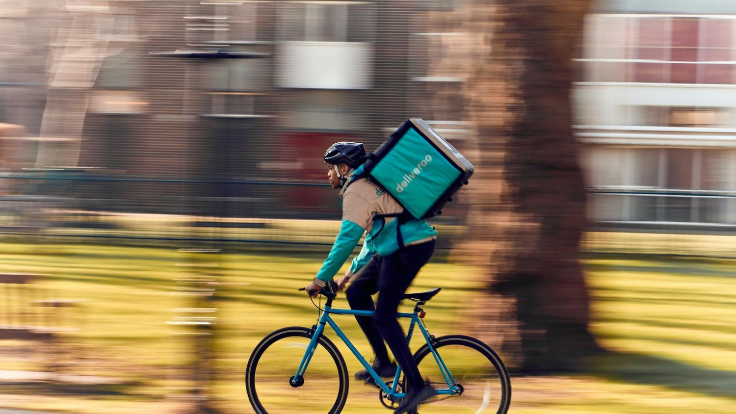 Amazon-Deliveroo deal approved as COVID-19 eats into profits