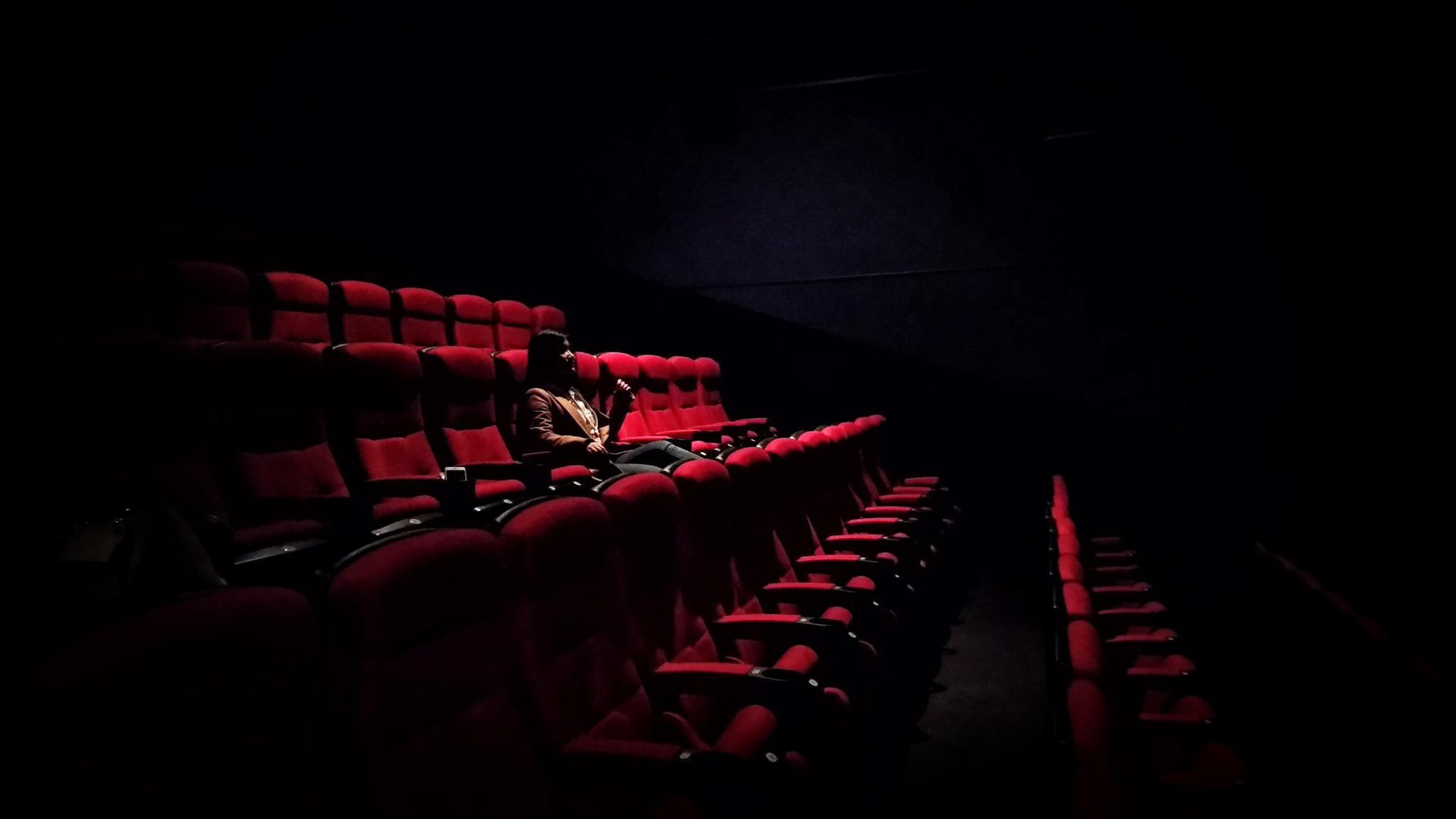 Live screening cinema experience >