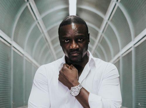 Akon .