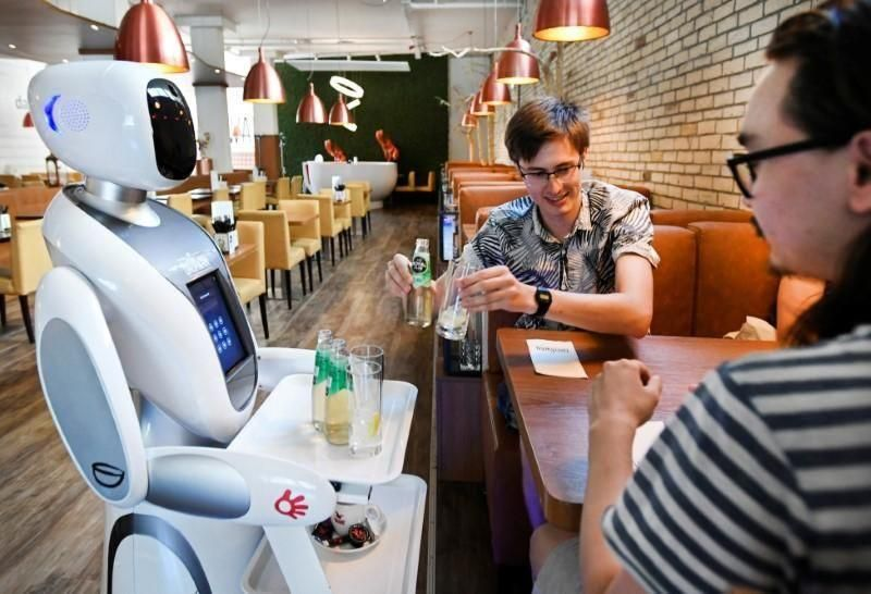 Dadawan Employs Robots to Carry Food and Drinks to Diners