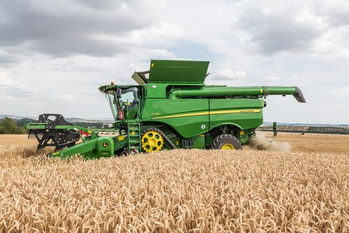 John Deere updates combines for 2020