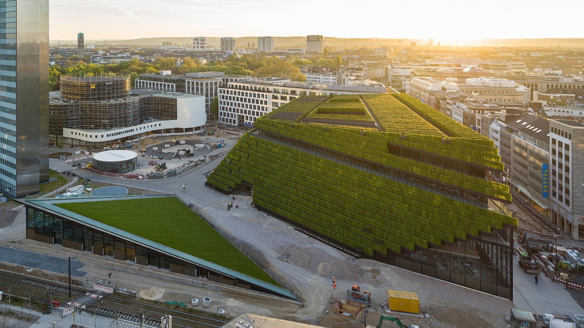 """Düsseldorf office is clad in """"Europe's largest green façade"""""""