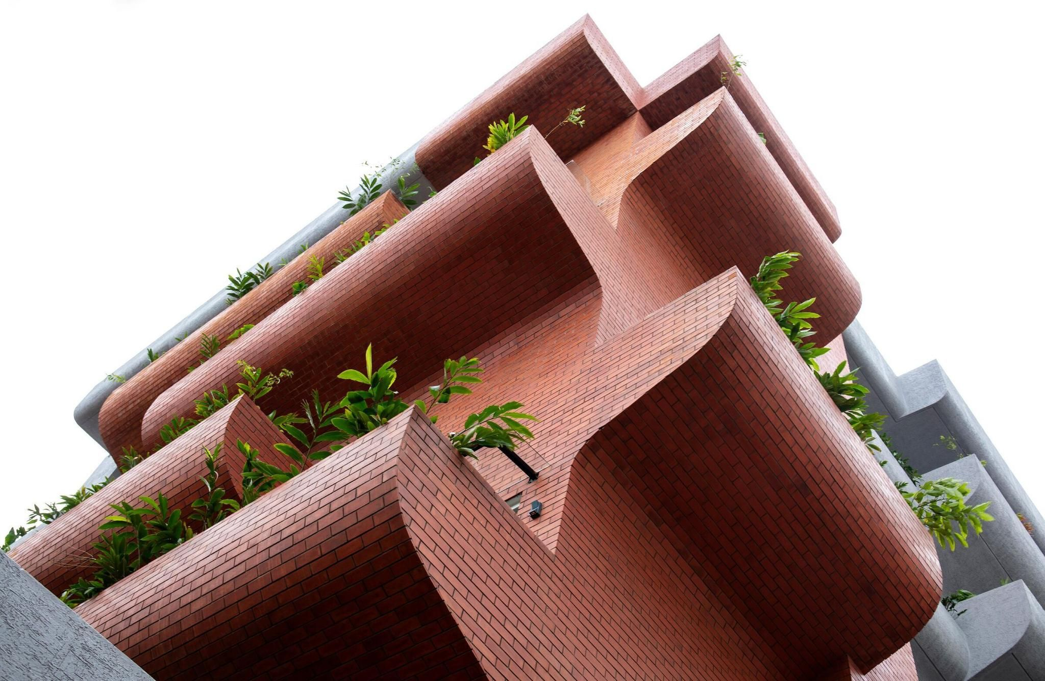 Balconies become sculptural intermediate landscapes in Bangalore