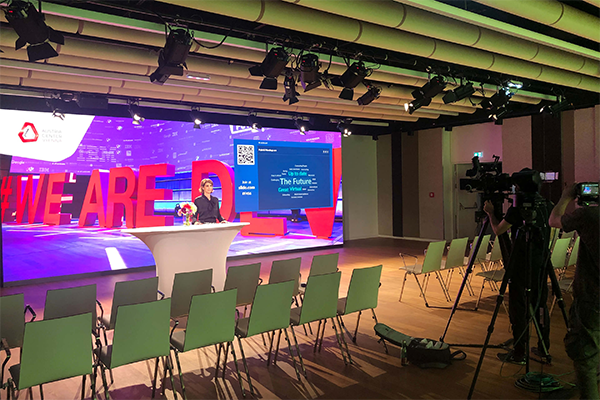 Hybrid Meeting – we connect your live event to the world
