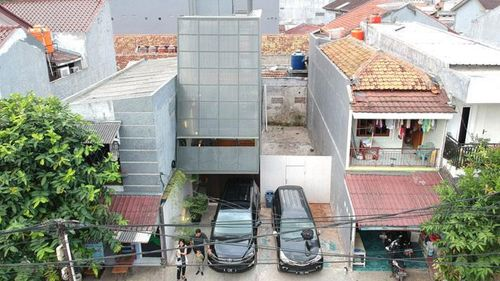 AGo Architects builds skinny house in Indonesia on a 3.5-metre plot | Construction Buzz #226