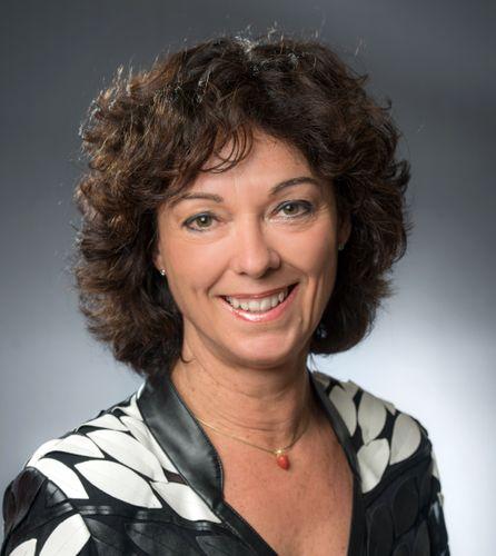 Dr Yvonne Samstag