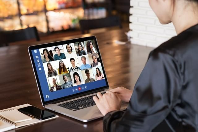 Connecting with peers at virtual event