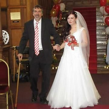Dad walks his daughter down the aisle thanks to EKHUFT research trial