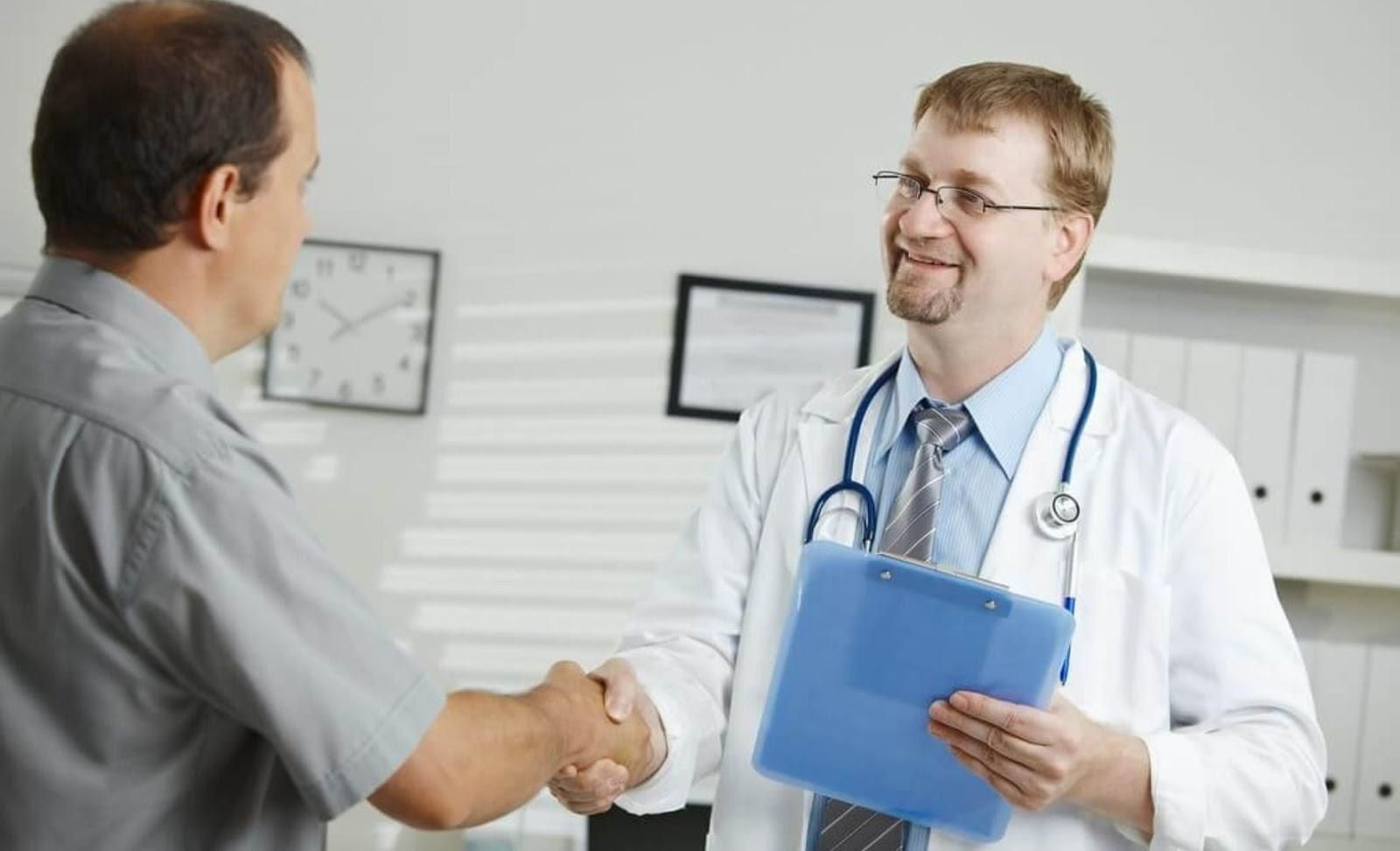 Picture of a doctor giving a patient a handshake.