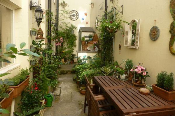 Zoe de Souza BBC 2 Gardeners' World Every Space Counts competition finalist