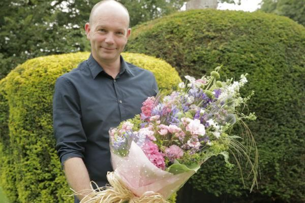 jonathan moseley - renowned floral artist, floristry, peony flowers, royal wedding