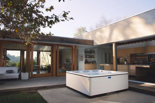 Hot tubs from Villeroy & Boch – New control systems save energy and are even easier to use